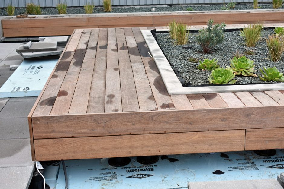 Ipe is used for the benches and seating platforms on the rooftop terraces of buildings 1 and 2.